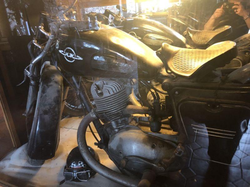 biker_08_1863EA695-F14D-7056-5636-7CDCA3254D60.jpg